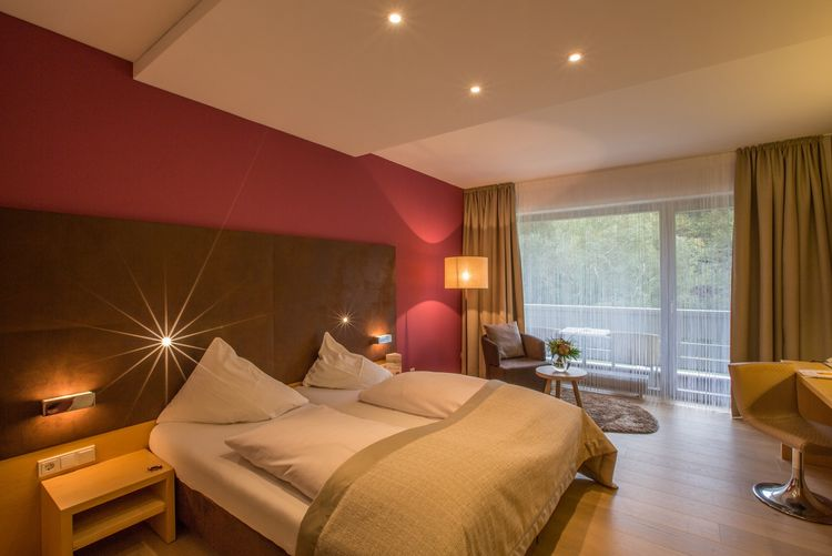 hotel room with >>nature-into-house<<-design